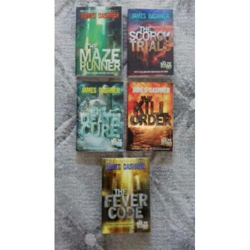 Maze Runner serie box set+ The Fever Code door James Dashner