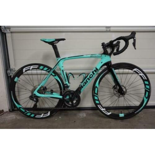 FFWD (Fast Forward) F4D in speciale Bianchi uitvoering! Disc